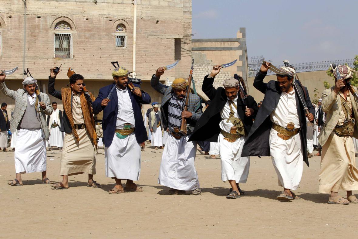 Jemenci tradičním tancem protestují proti konfliktu v zemi