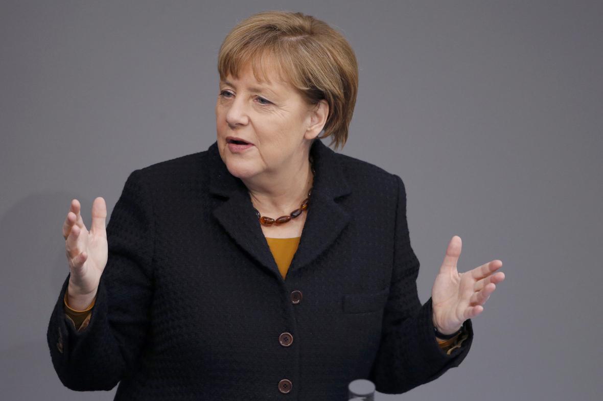 Merkelová během projevu ve Spolkovém sněmu