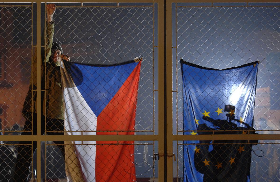 Brána na česko-polské hranici v den vstupu do Schengenu