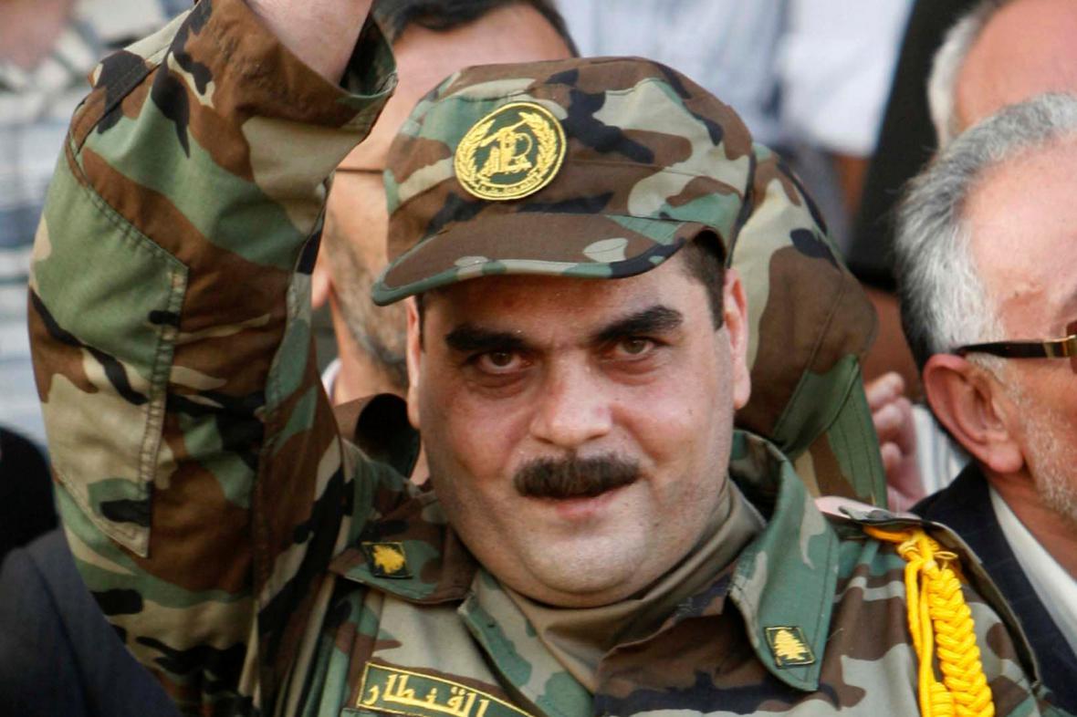 Samir Kantar na snímku z roku 2008. Po propuštění z izraelského vězení zdraví veřejnost v pohraničním městě Naqoura v Libanonu