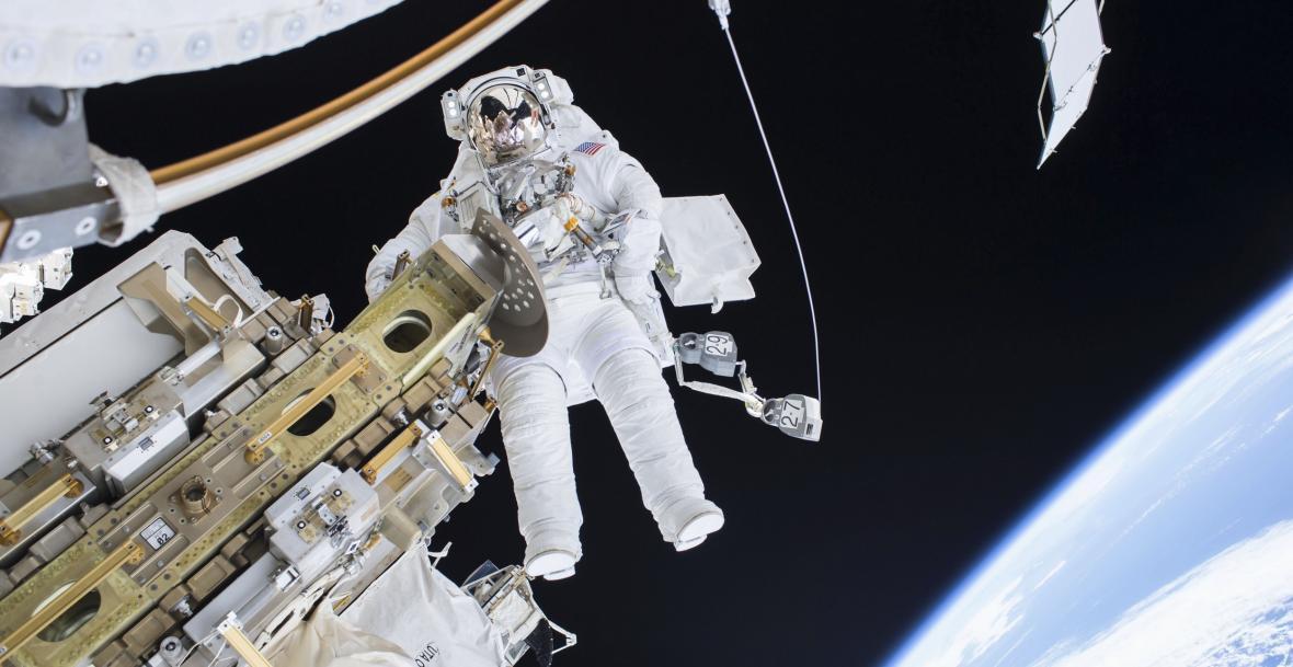 Práce vně Mezinárodní vesmírné stanice