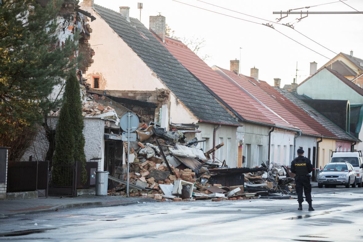Vyšetřování příčin výbuchu domu v Lidické ulici v Českých Budějovicích
