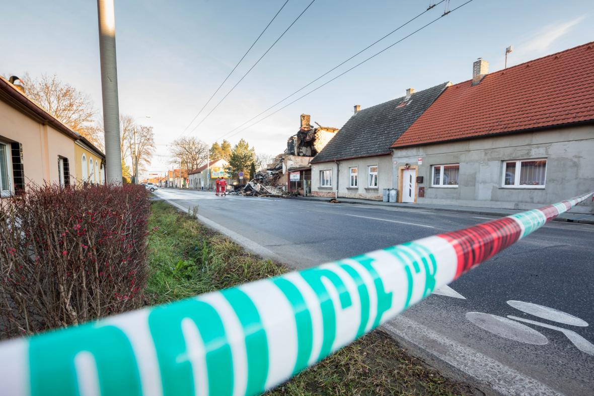 Vyšetřování příčin výbuchu a požáru rodinného domu v Lidické ulici v Českých Budějovicích