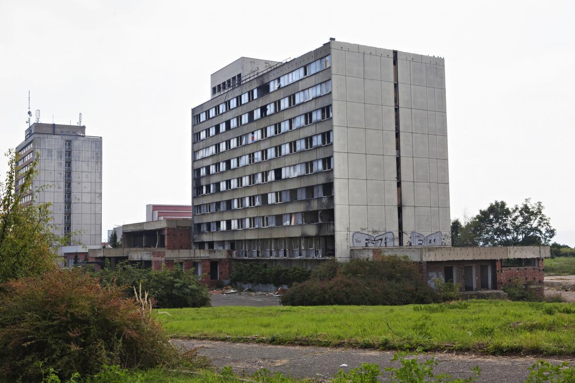 Zdevastovaný hotel Máj v Ústí nad Labem