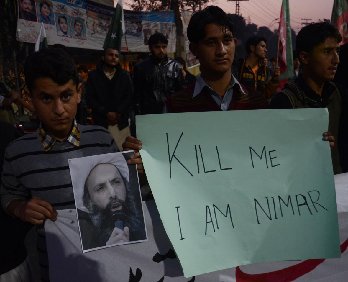 Studentská demonstrace proti popravě šajcha Nimra v Pákistánu