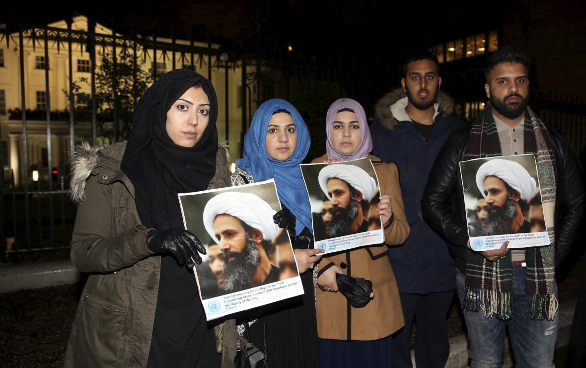 Protesty před saúdsko-arabskou ambasádou v Londýně