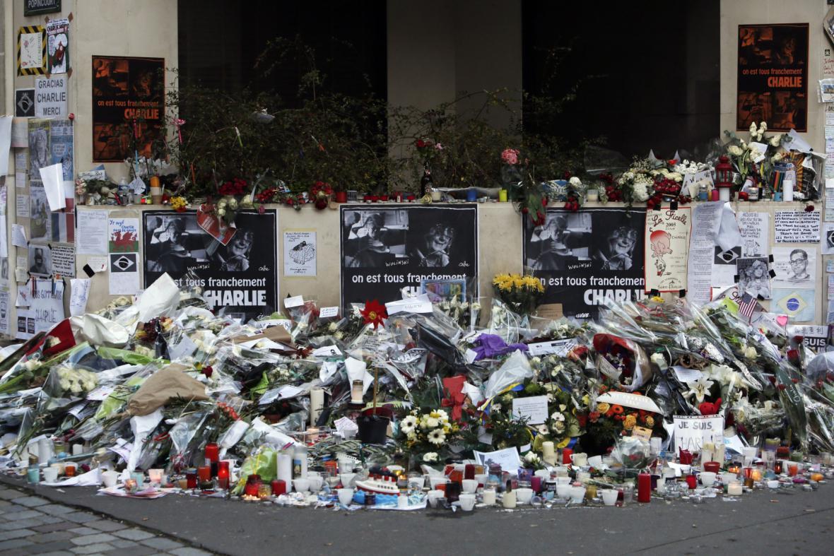 Lednové útoky na Charlie Hebdo spustily vlnu solidarity