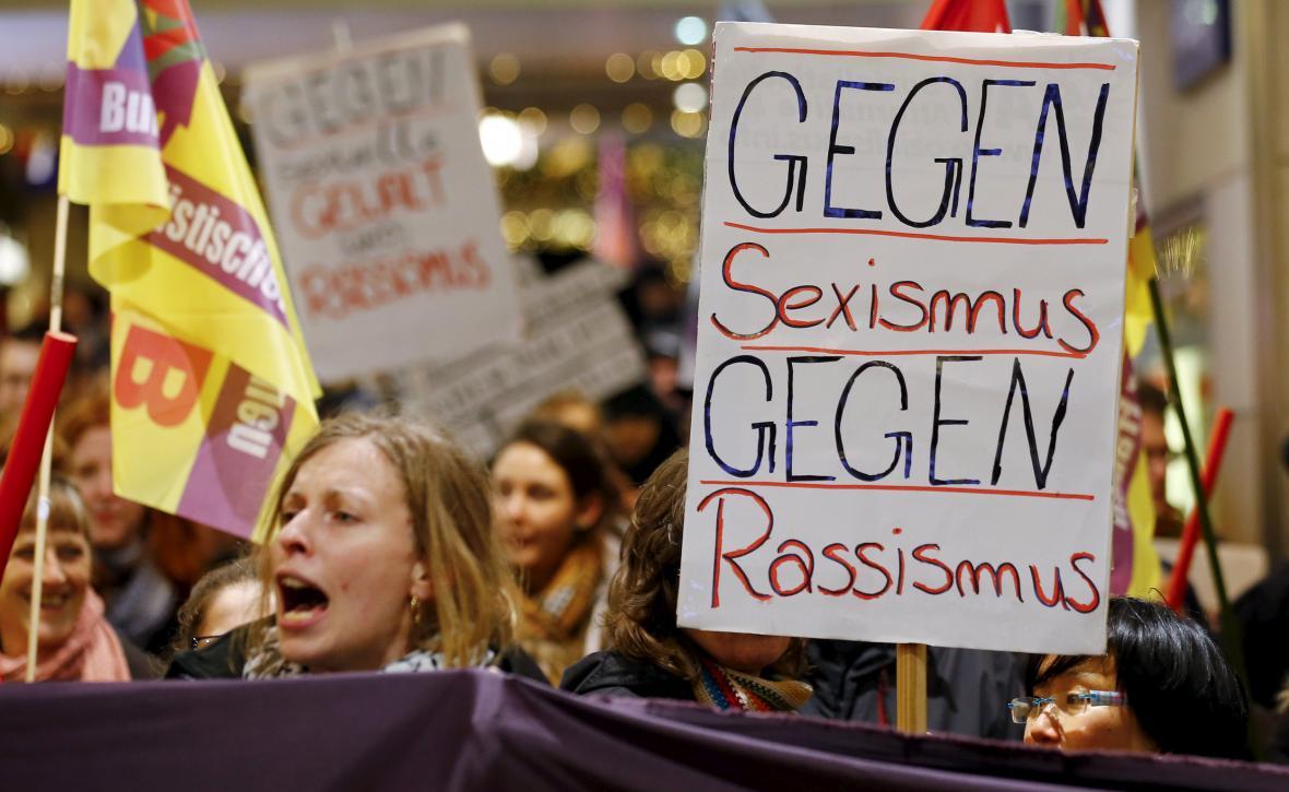 Kolínská demonstrace proti sexismu a rasismu