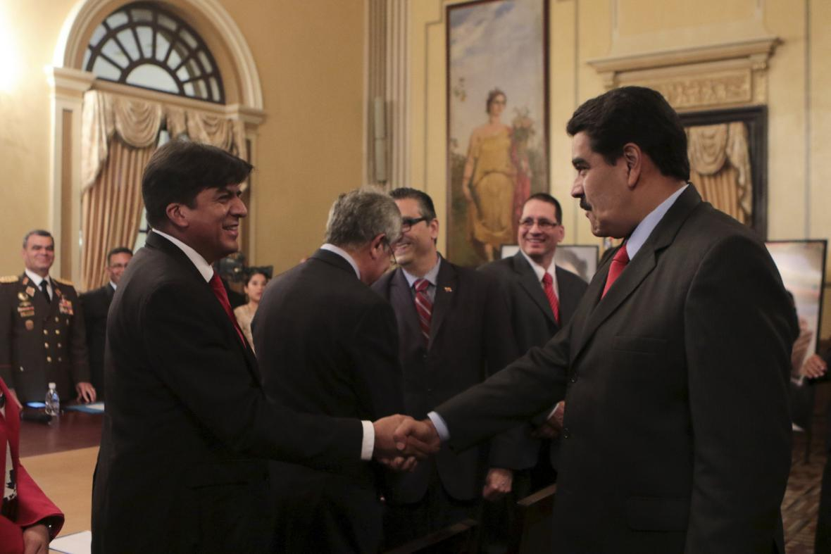 Prezident Maduro s ministrem financí Rodolfem Medinou