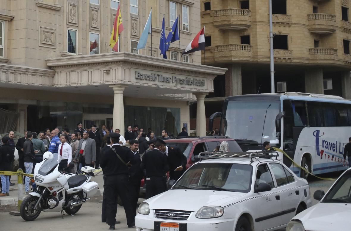 Egyptská policie před hotelem po útoku