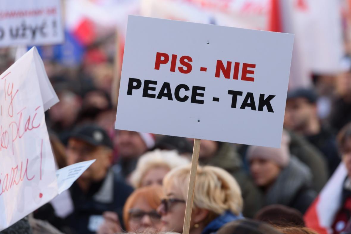 Demonstrace proti ovládnutí médií vládou
