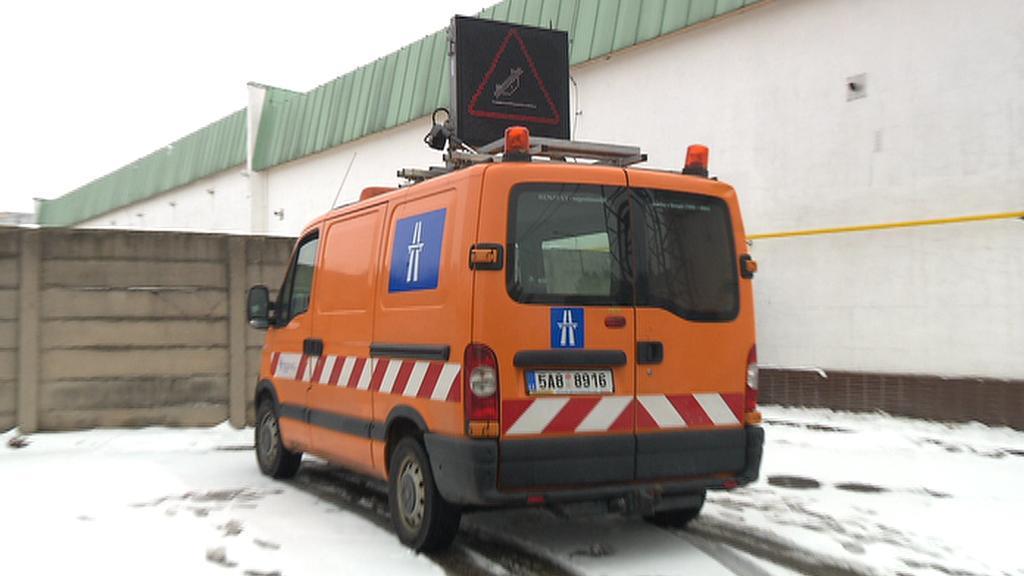 Plovoucí auto s varovným značením