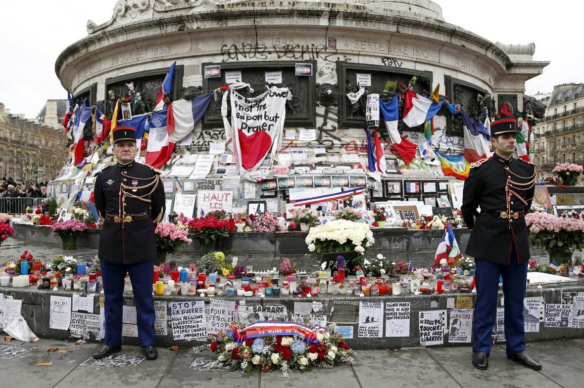 Uctění památky pařížských obětí terorismu