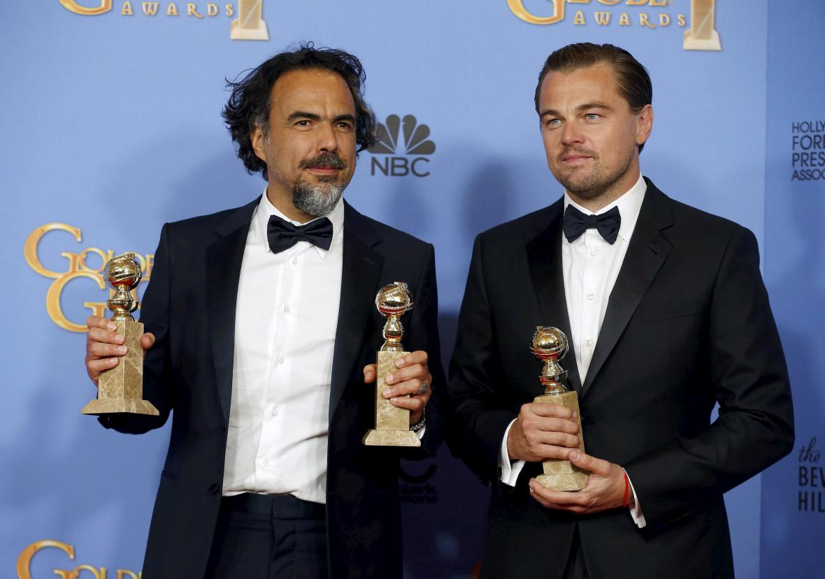Alejandro González Iñárritu a Leonardo DiCaprio na Zlatých glóbech