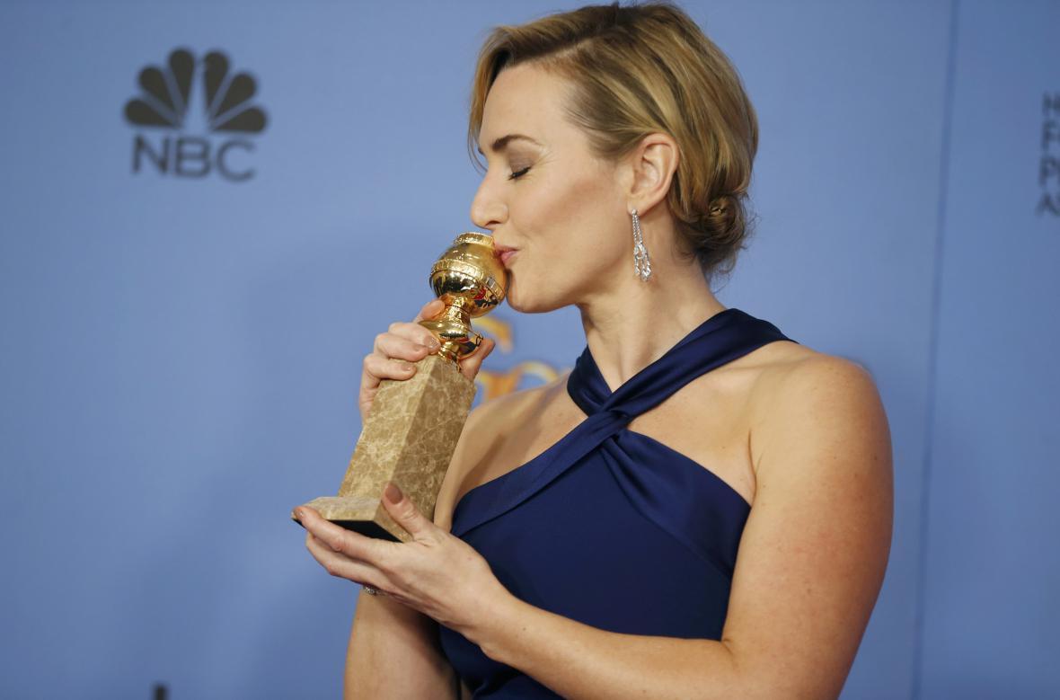 Oceněná Kate Winsletová na Zlatých glóbech