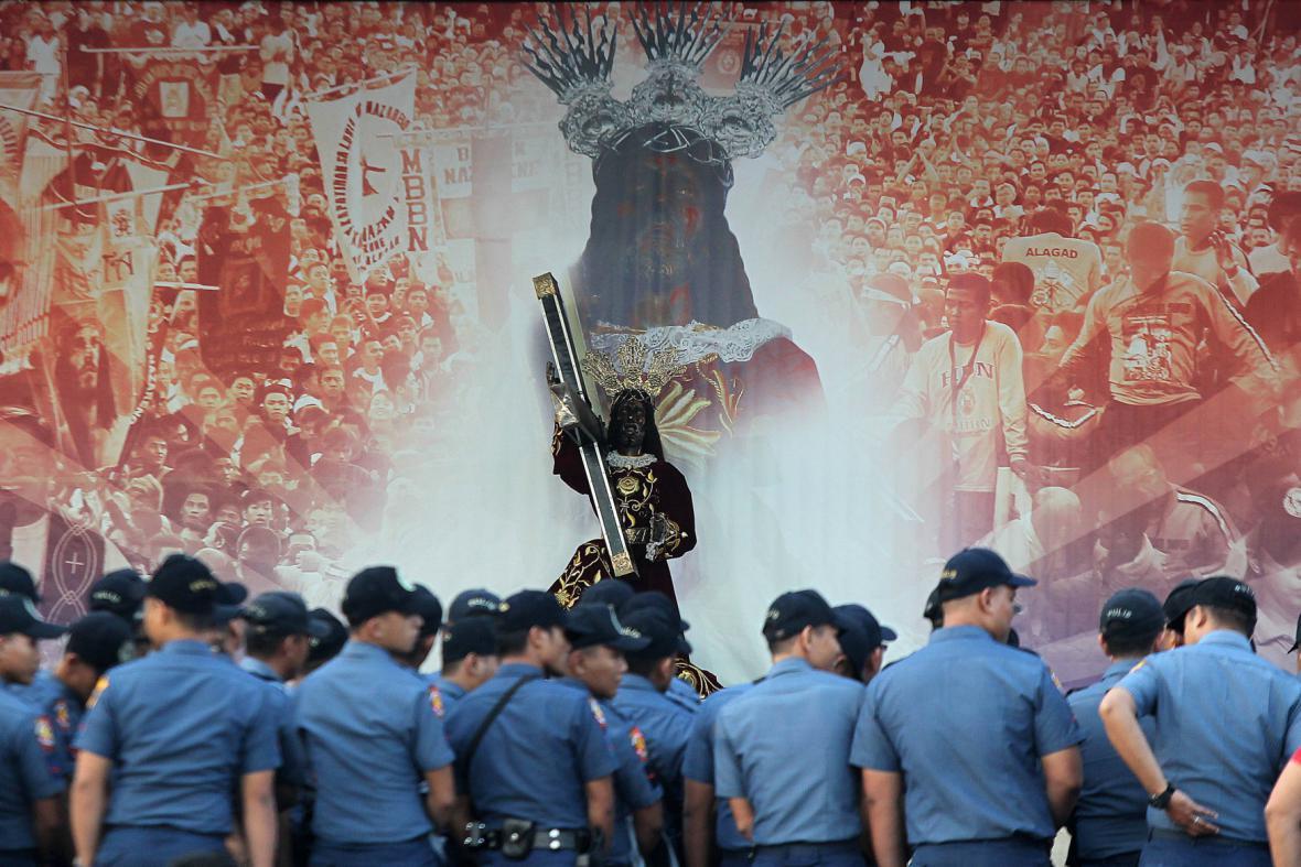 Socha Krista, které Filipínci přisuzují schopnost léčit