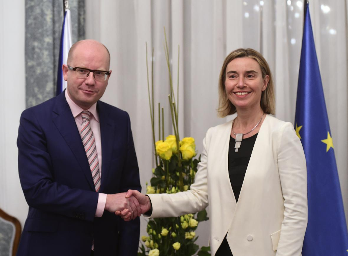Bohuslav Sobotka a Federica Mogheriniová