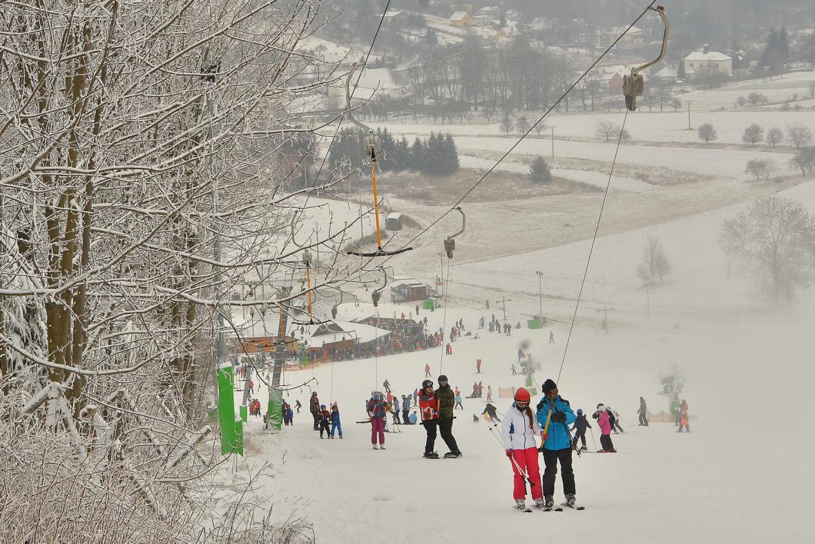 Některé školy do ski areálů dojíždějí