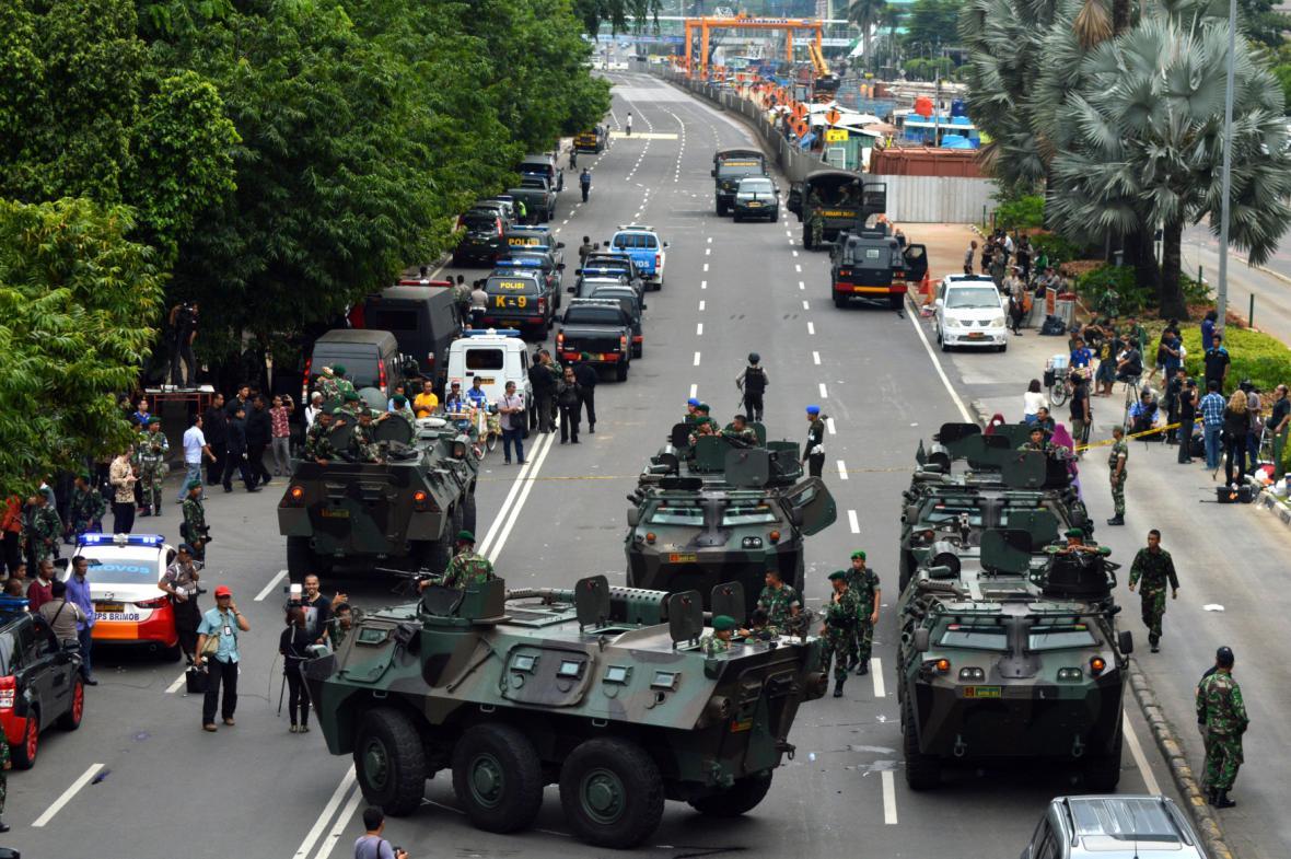Indonéská armáda v ulicích Jakarty