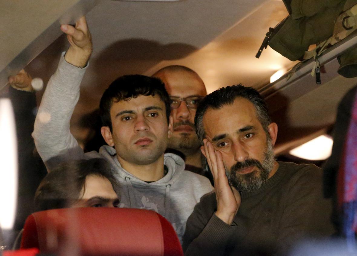 Migranti v autobuse z Landshutu do Berlína