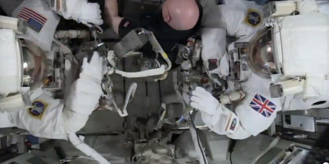Peake a Kopra během směny mimo ISS