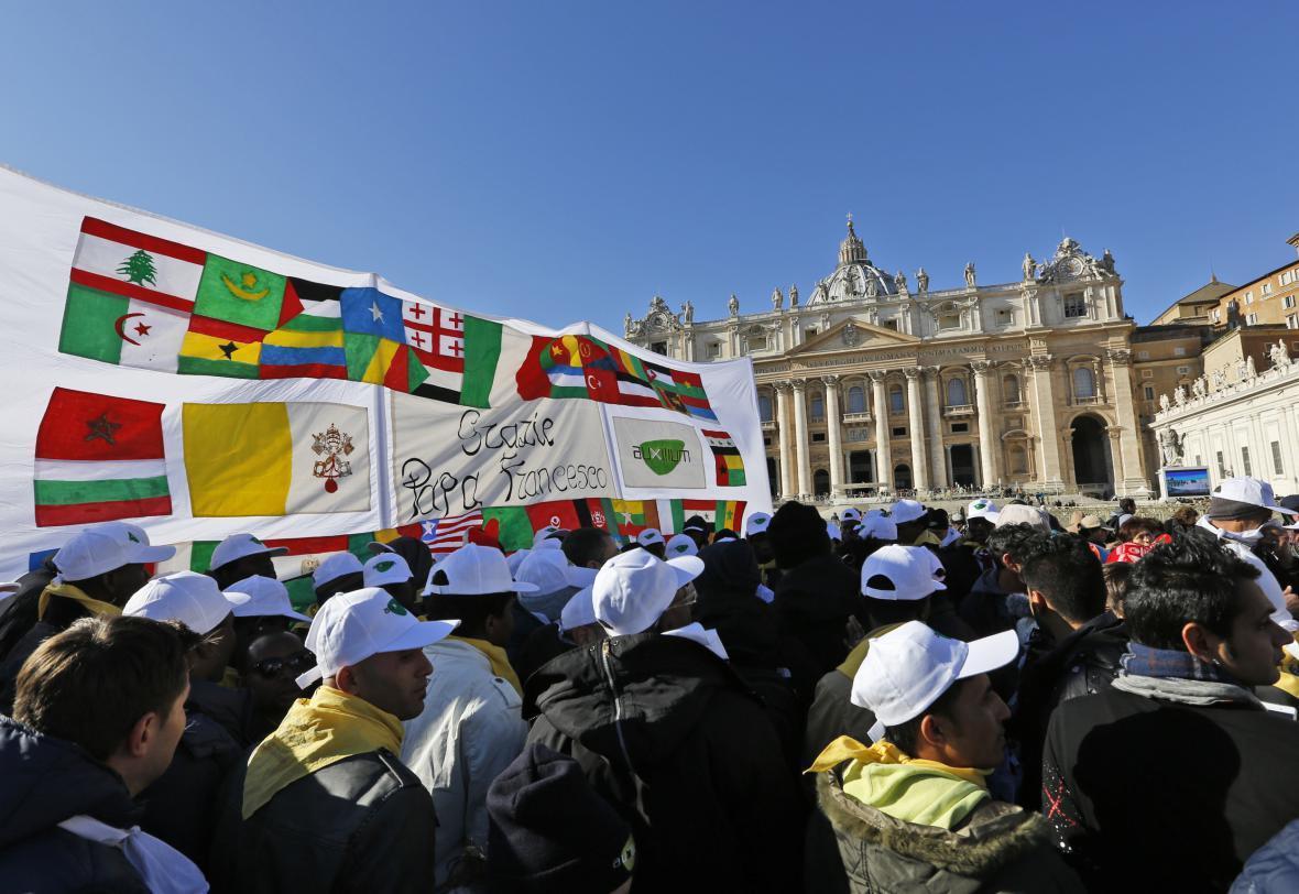 Papež František pozval na tradiční modlitbu Anděl Páně i sedm tisíc uprchlíků