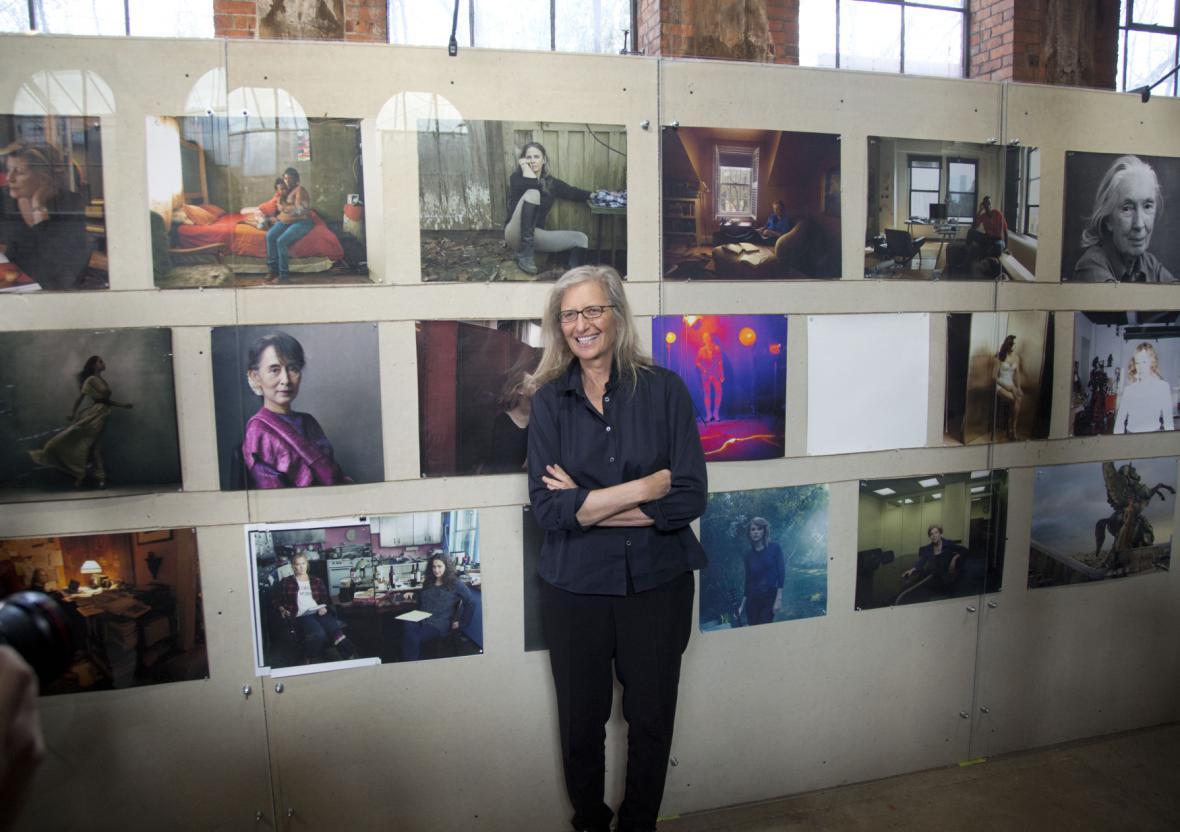 Anna Leibovitzová na výstavě svých portrétů Woman (Ženy) v Londýně