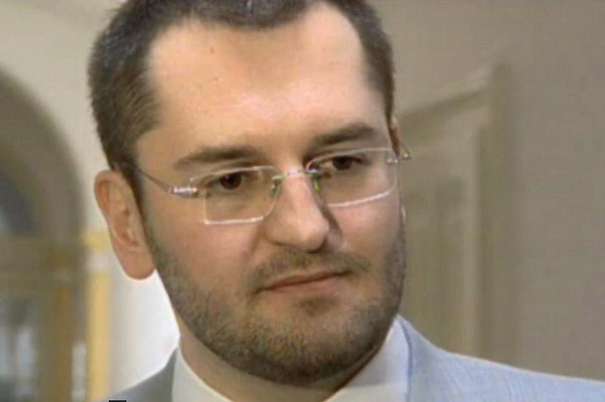 Petr Sisák na archivním záběru ČT