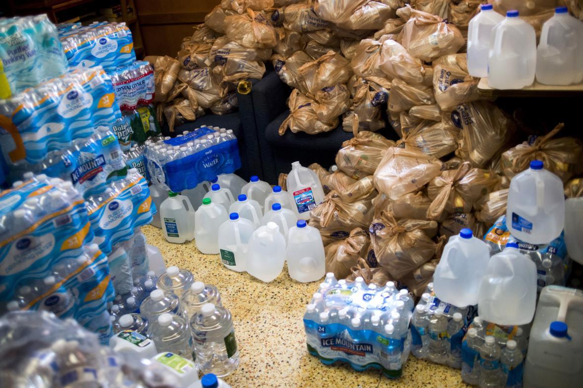 V americkém městě Flint musí pít jen balenou vodu