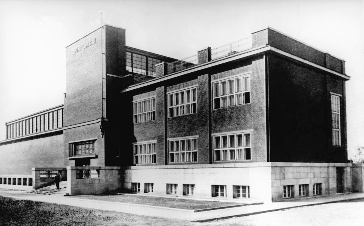 Ostravský dům umění v roce 1933