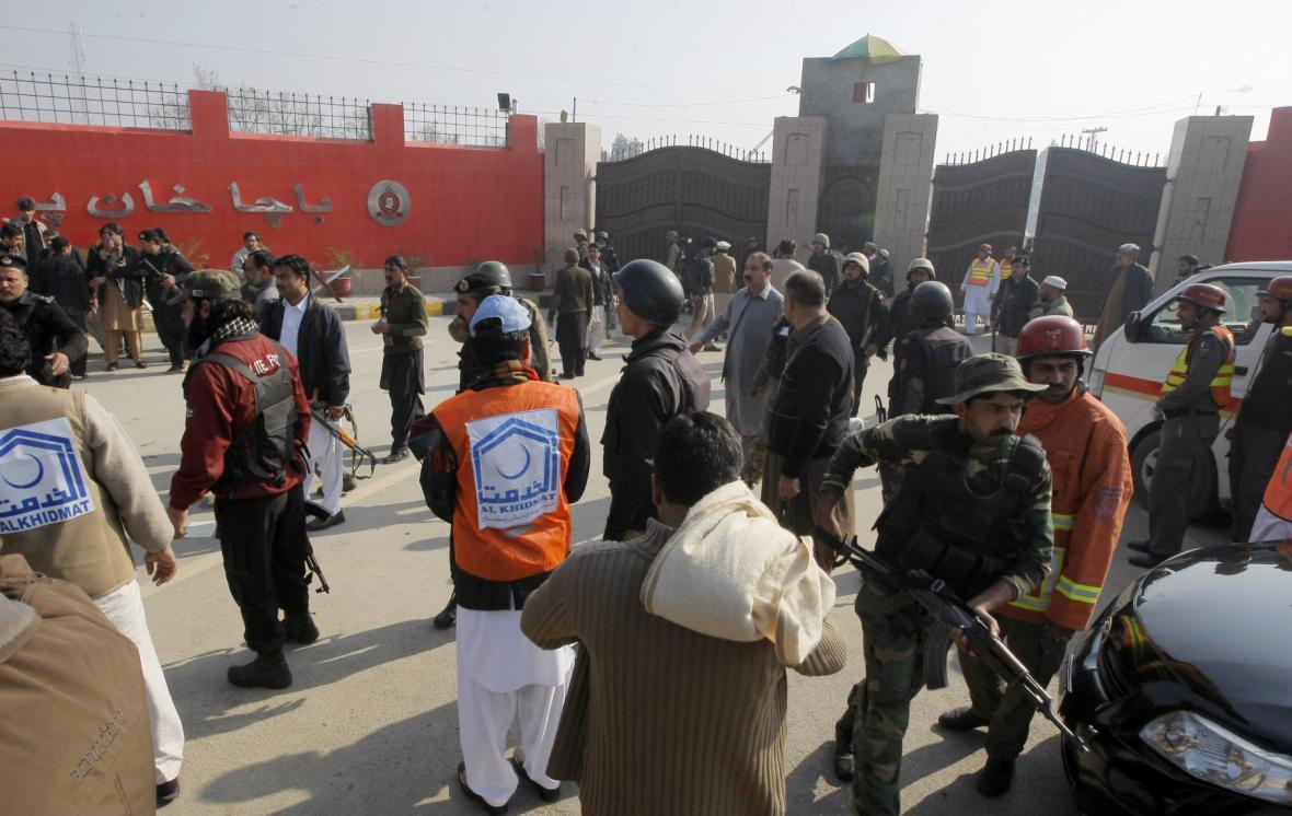 Útok na univerzitu v Pákistánu