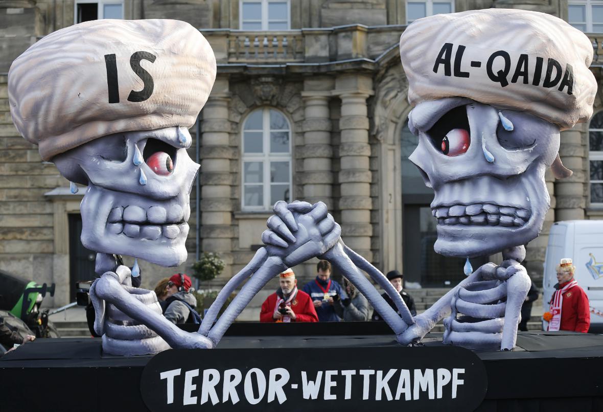 Al-Káida soupeřící s Islámským státem byly k vidění na karnevalu v roce 2015