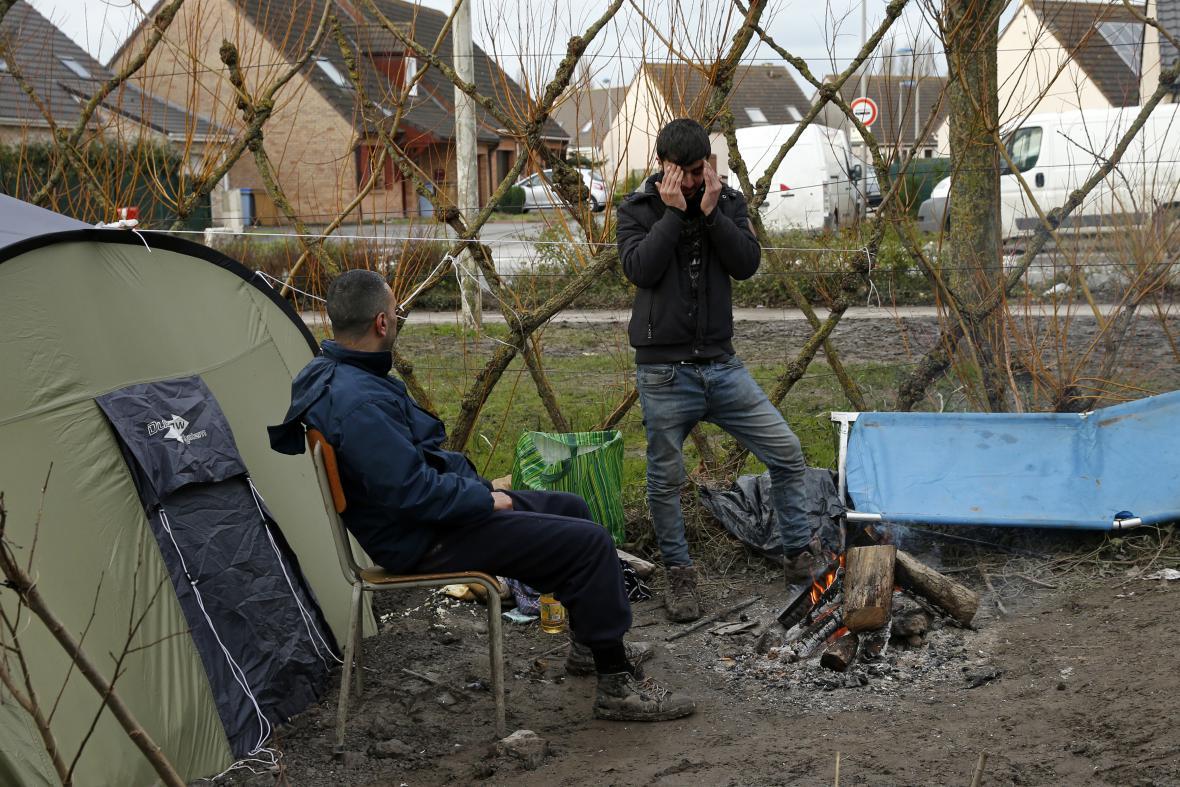Běženci v táboře u města Dunkerque