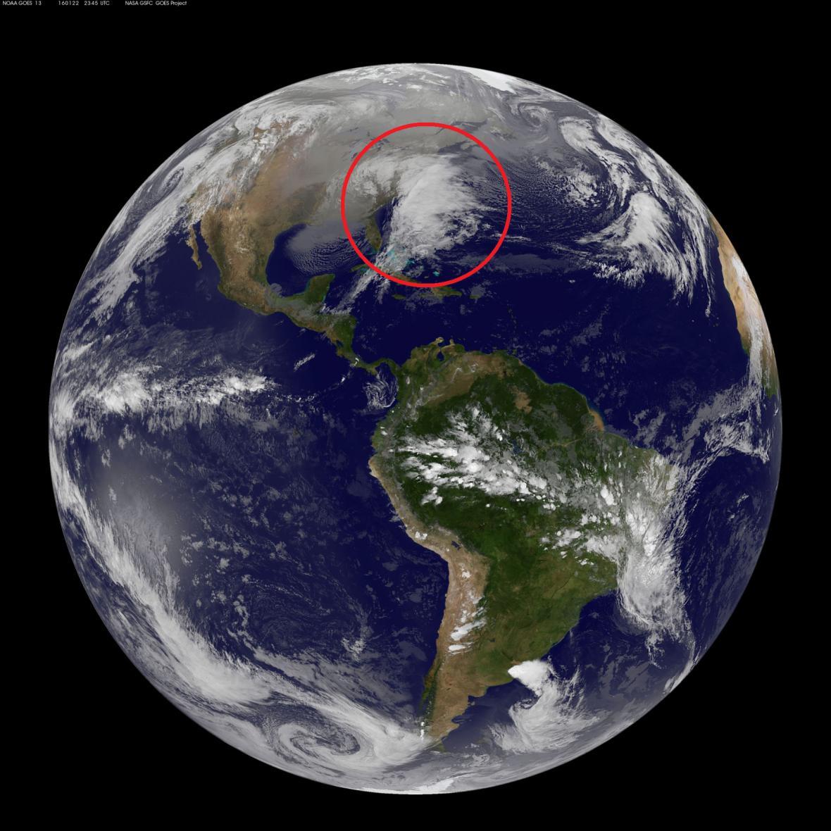 Bouře Jonas ze satelitního snímku NASA