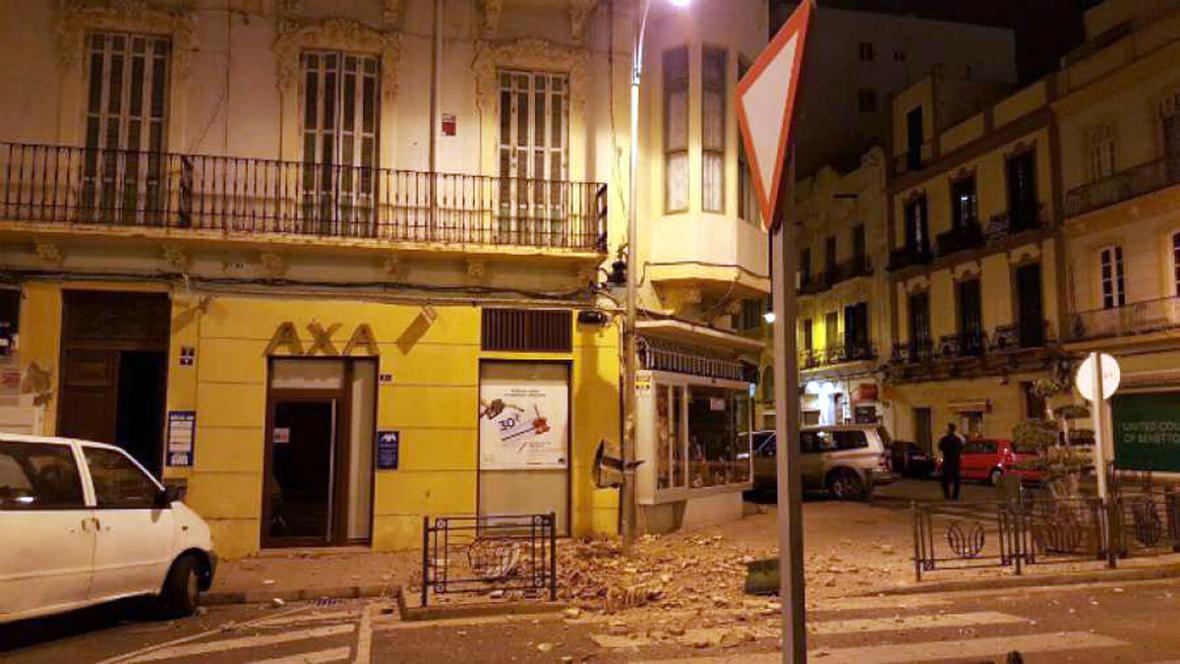 Následky otřesů v Melille