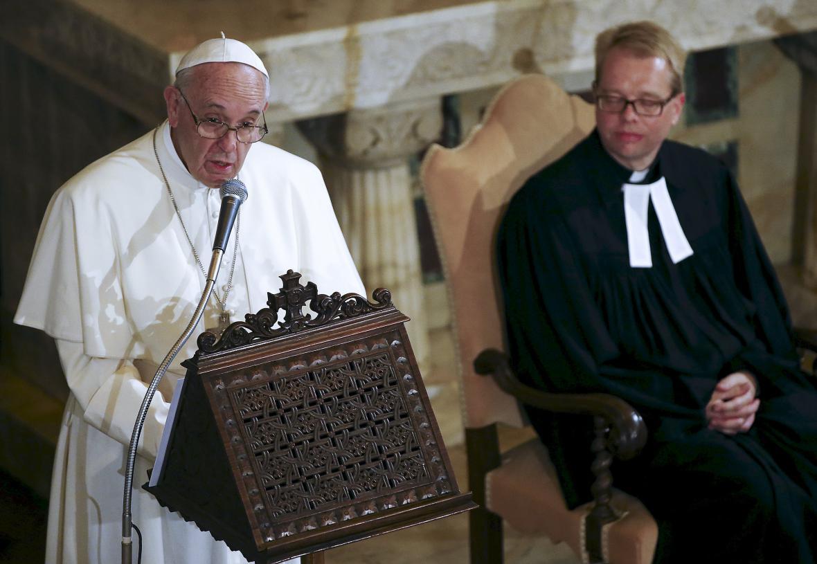 Papež František při návštěvě luteránského kostela v Římě