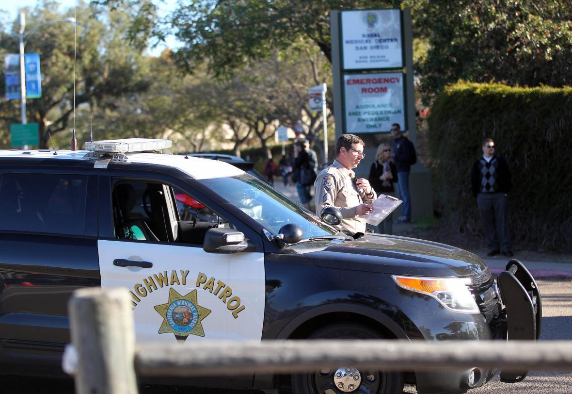 Policie u vojenské školy v San Diegu