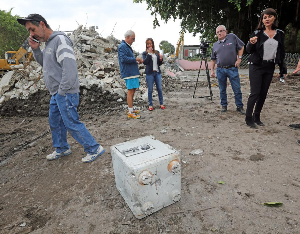 Při demolici Escobarova sídla se našel tajný sejf