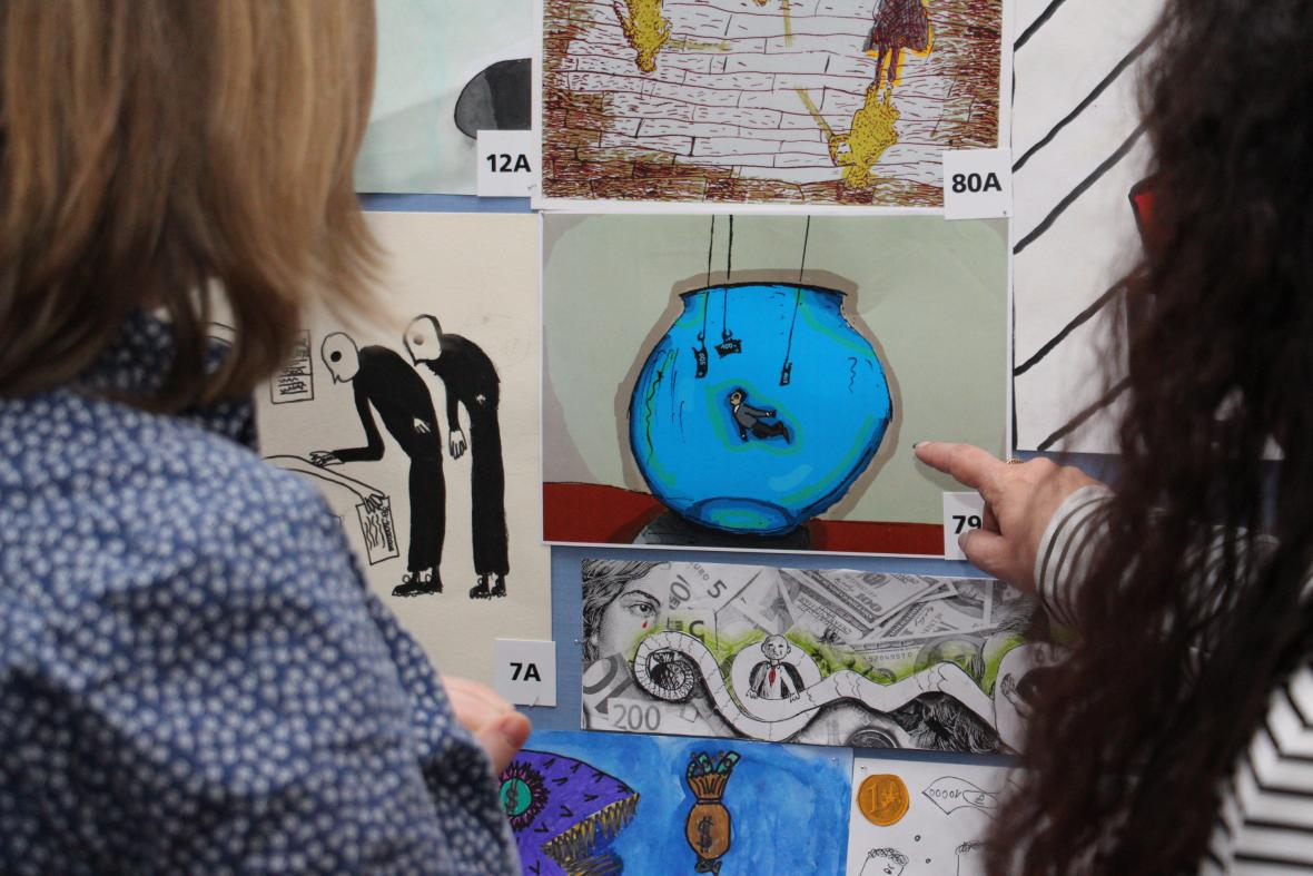 Výstava soutěžních obrázků na úřadu vlády
