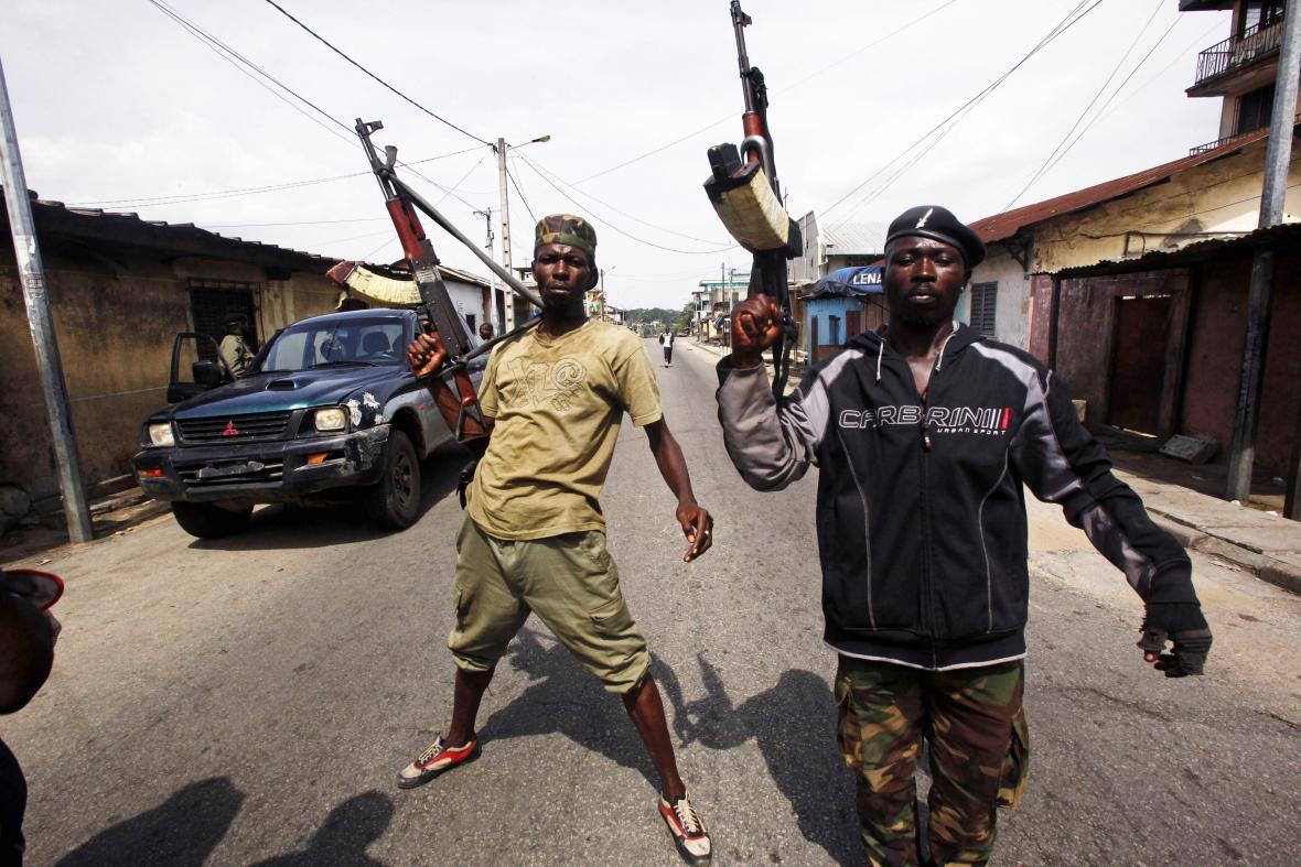 Vládní vojáci z dob povolební krize v roce 2011