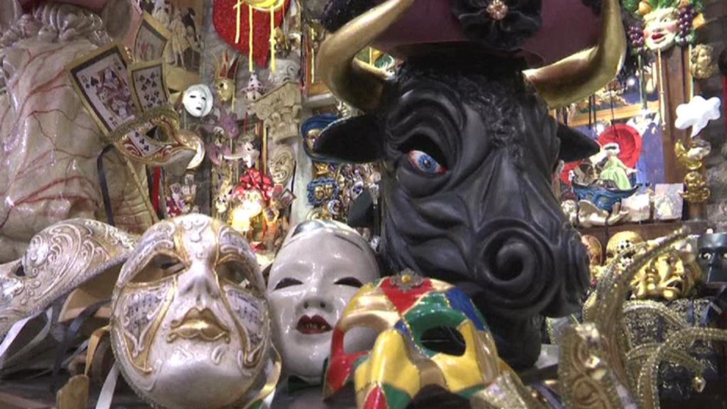 Pestrobarevné masky patří k benátskému karnevalu celá staletí
