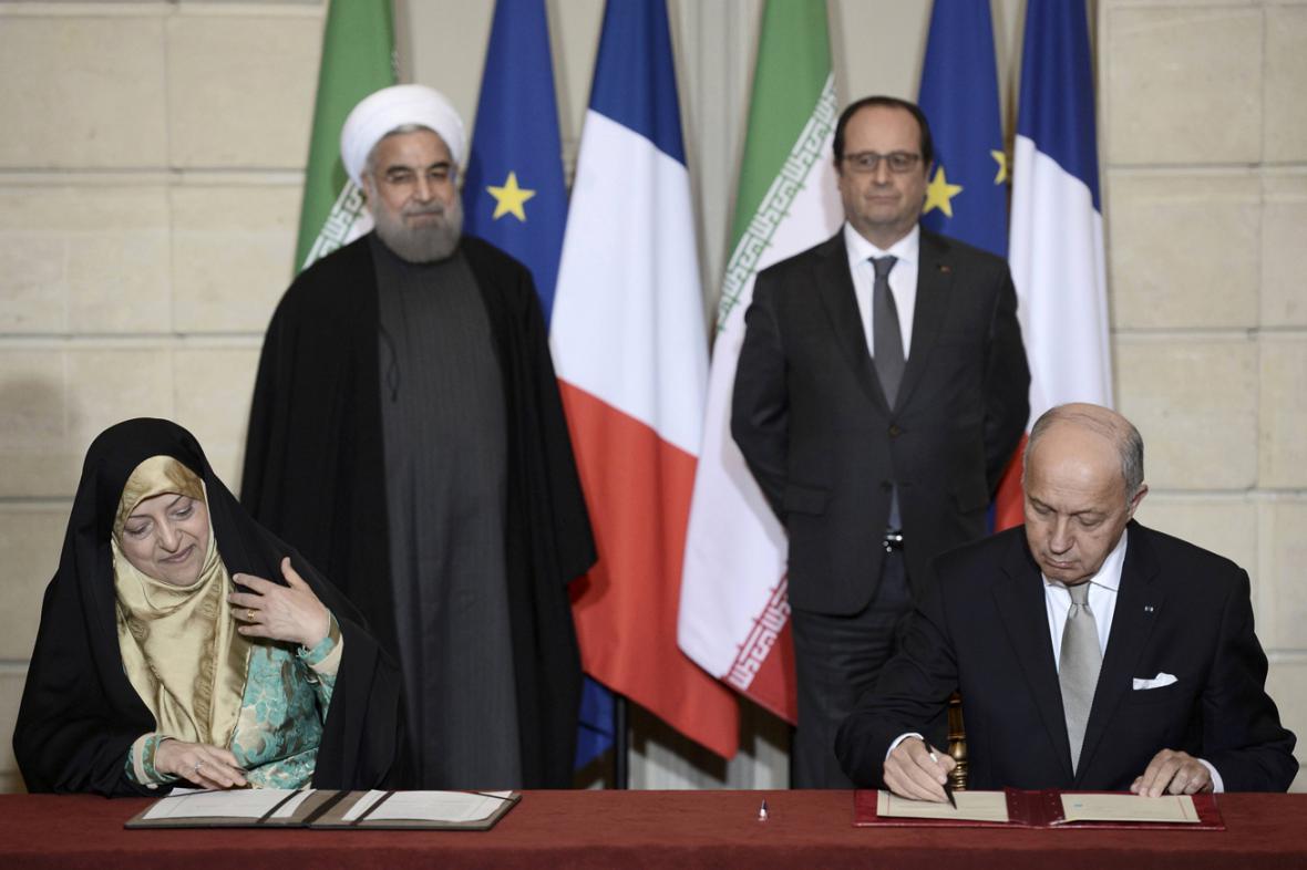Írán a Francie podepsaly na tři desítky smluv v různých oblastech