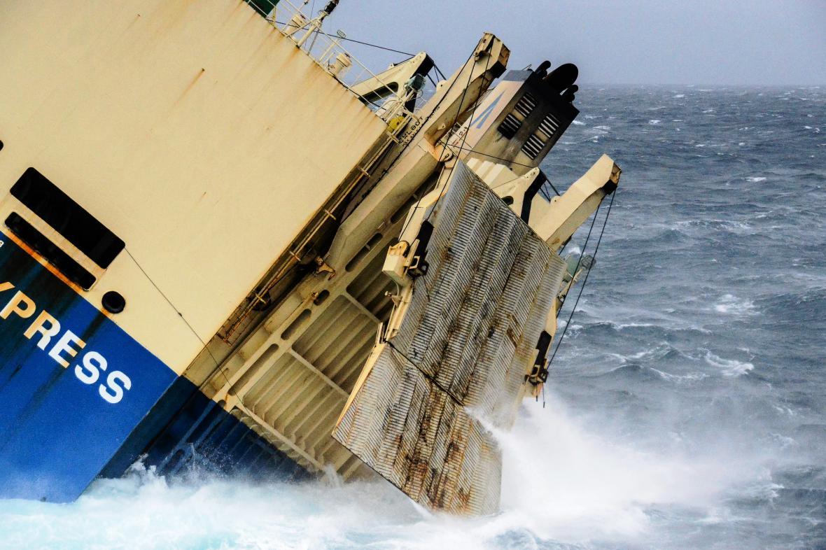 Loď Modern Express míří k Francii