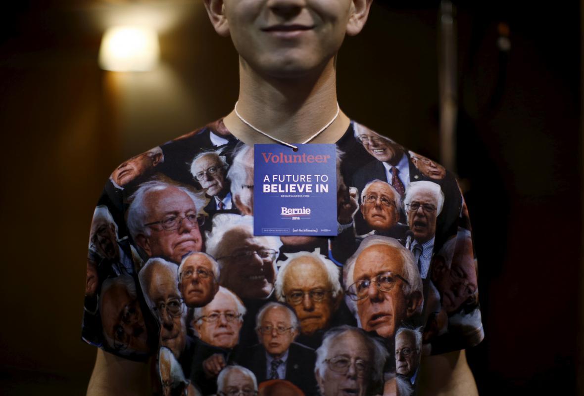 Dobrovolník z tábora Bernieho Sanderse