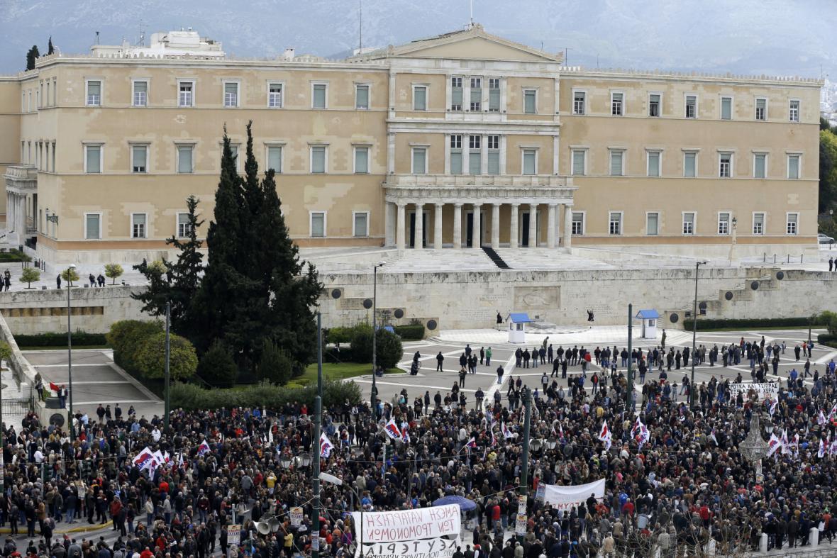 Stávkující se sešli před řeckým parlamentem