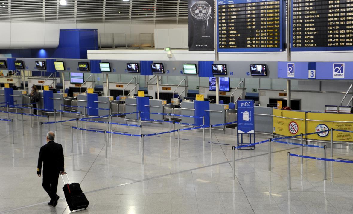 Kvůli generální stávce v Řecku nikdo neobsluhuje na aténském letišti