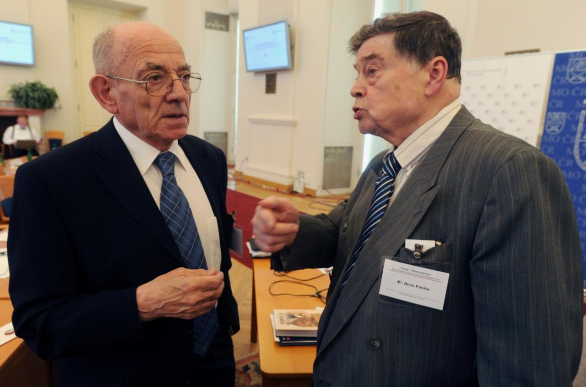 Luboš Dobrovský s bývalým ministrem zahraničí SSSR Borisem Pankinem - snímek z roku 2011