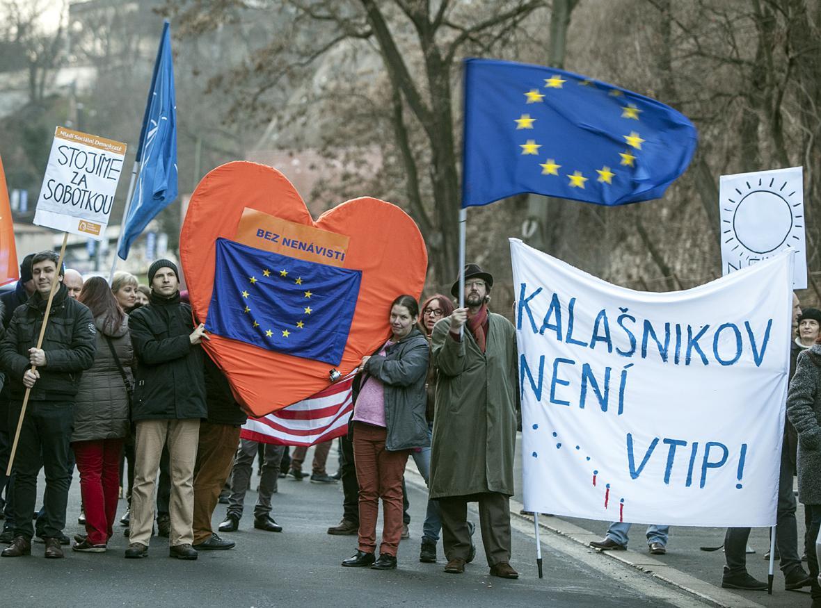 Demonstrace na podporu premiéra Bohuslava Sobotky