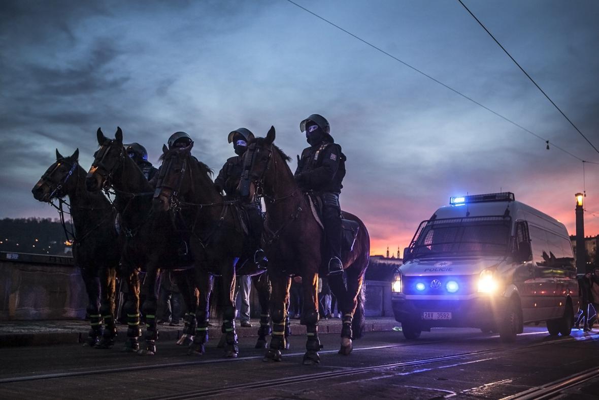 Policie na Mánesově mostě