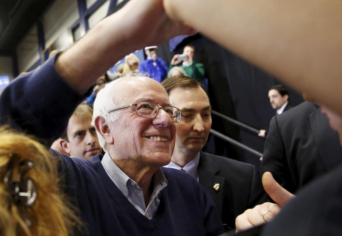 Bernie Sanders na předvolebním shromáždění v Portsmouthu v New Hampshire